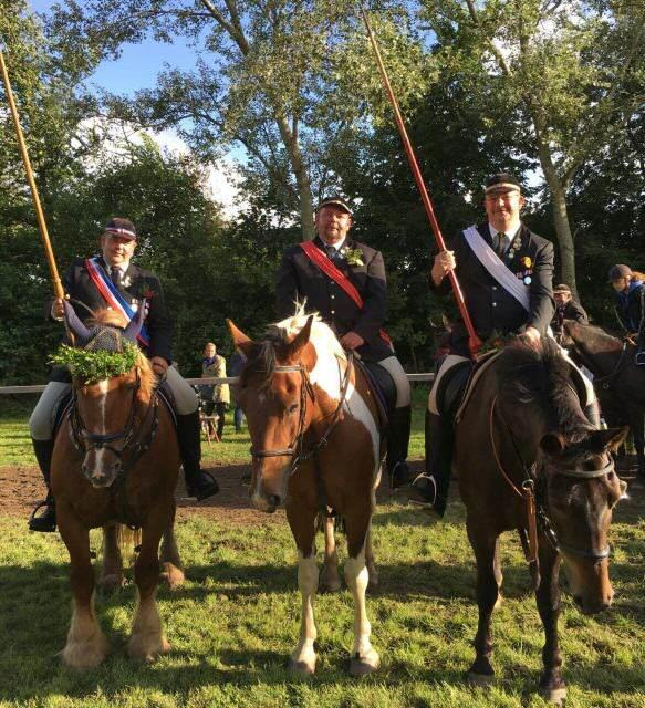 Prinz, König und Kronprinz der Ringreiter in Morsum