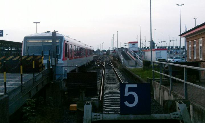 Sylt Shuttle Plus hält auf Gleis 5 in Westerland
