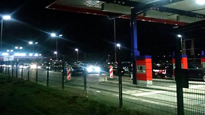 Großer Andrang in Niebüll an der Verladestation der Sylter Autozüge