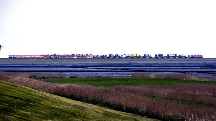 Über de Hindenburgdamm kommen die meisten Menschen nach Sylt