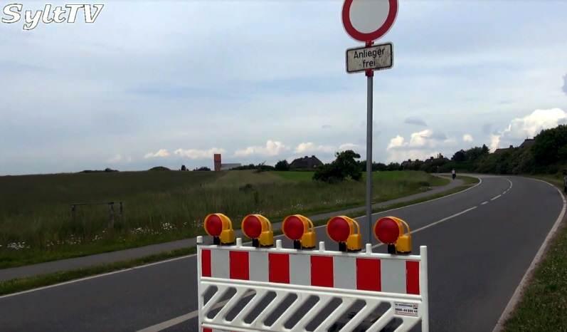 Voraussichtlich bis Mitte Juli können Radler und Autofahrer die Strecke auf Sylt nicht fahren