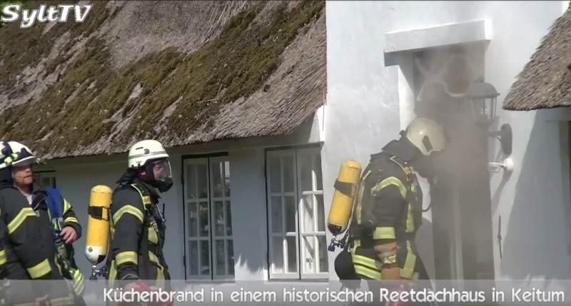 Unter Atemschutz mussten die Sylter Feuerwehren den Brand löschen