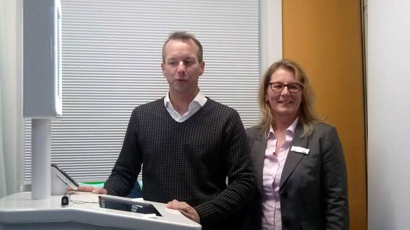 Nikolas Häckel + Karina Weyrich mit dem neuen Service Terminal