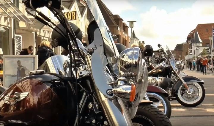 Harley Davidsons in der Westerländer Elisabethstraße