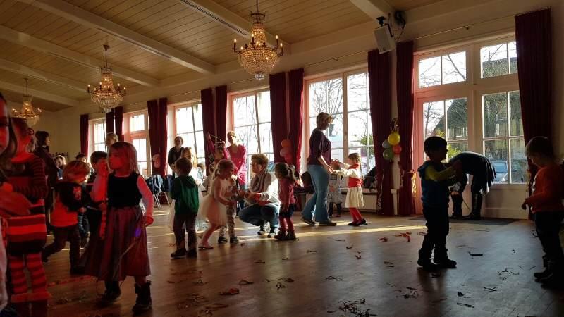 Sylter und Gästekinder feiern zusammen den Petritag