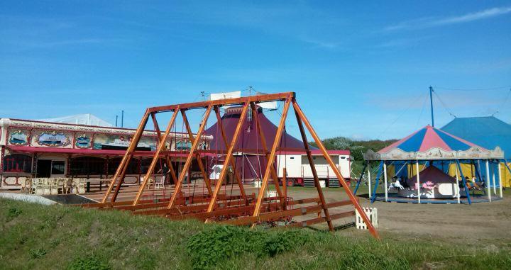 Die Aufbauten für den Inselcircus Sylt 2016 stehen schon