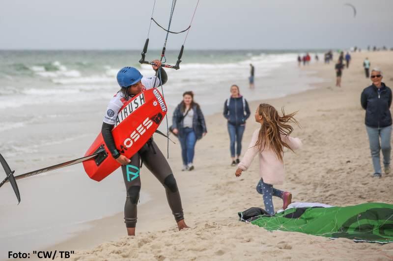 Nicht nur die Großen genießen den Kitesport auf Sylt