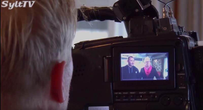 Vor der Kamera bewerteten sich die Teilnehmer/innen gegenseitig