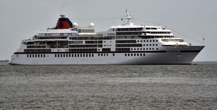 MS Europa vor Sylt ein stolzes Kreuzfahrtschiff