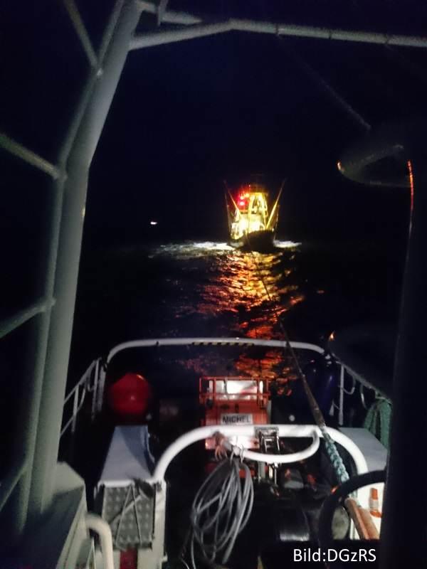 Die Seenotretter der Deutschen Gesellschaft zur Rettung Schiffbrüchiger aus List im Nachteinsatz