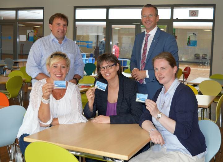 Freuen sich auf eine gute Kooperation: Frauke Wehrhahn (Schulverband Sylt), Gonde Detlefsen und Christine Ploog (Schulzentrum Sylt) sowie Tobias Wahrenburg und Nikolas Häckel (r.)