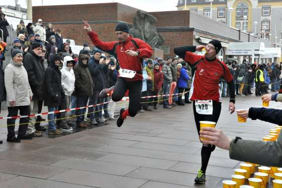 Freudensprung eines Läufers in Westerland