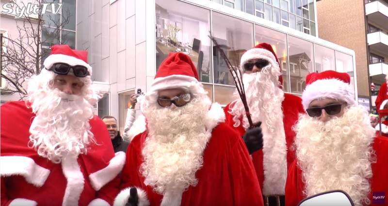 Coole Harley-Santas bescherten Kids in der Friedrichstraße