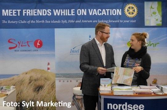 Janine Esdar/Sylt Marketing GmbH im Beratungsgespräch