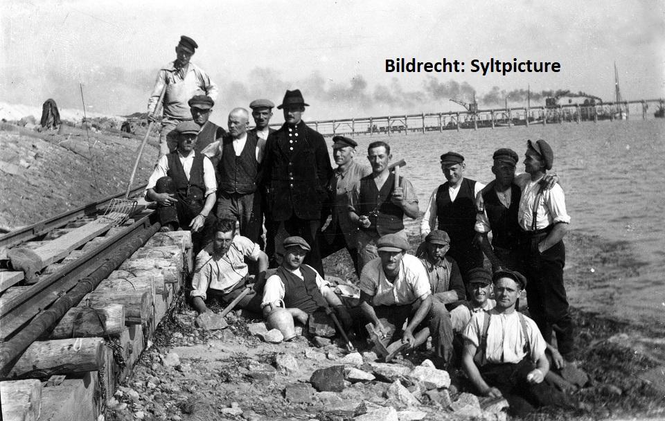 Bauarbeiter beim Bau des Hindenburgdamms