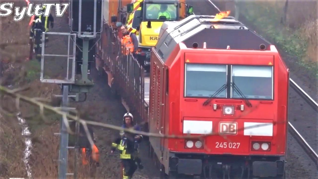Vier Sylter Feuerwehren waren sofort zur Stelle und konnten das Feuer glücklicherweise schnell eindämmen