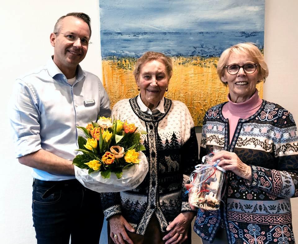 Nikolas Häckel bedanke sich im Namen der Gemeinde Sylt bei Elfriede Jungfleisch und Erika Henze