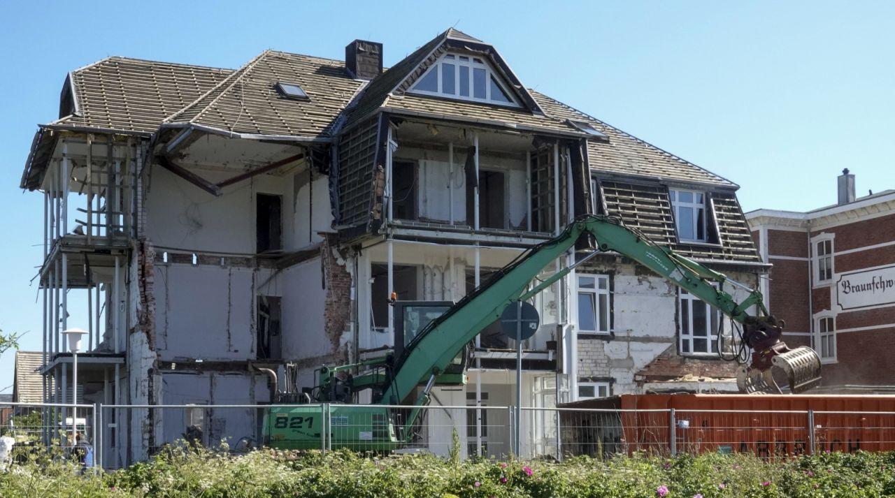 Abriss des ehemaliges Hotel Vier Jahreszeiten in Westerland auf Sylt