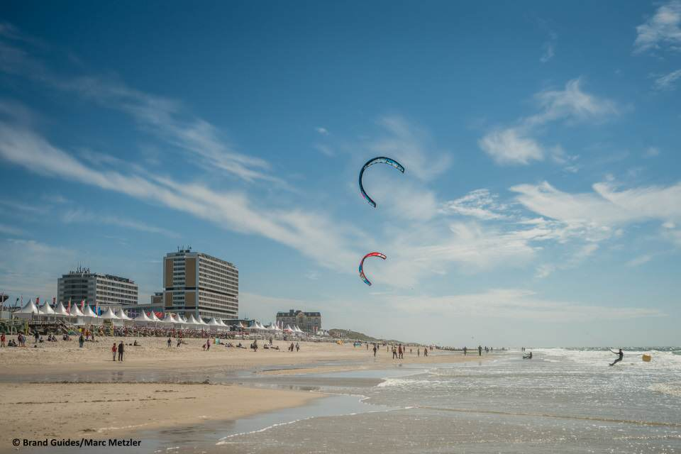 Kitesurf Action am Brandenburger Strand in Westerland auf Sylt