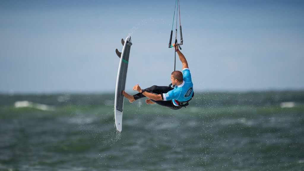 Die Kitesurfer begeisterten die Fans die vom Brandenburger Strand aus zuschauten