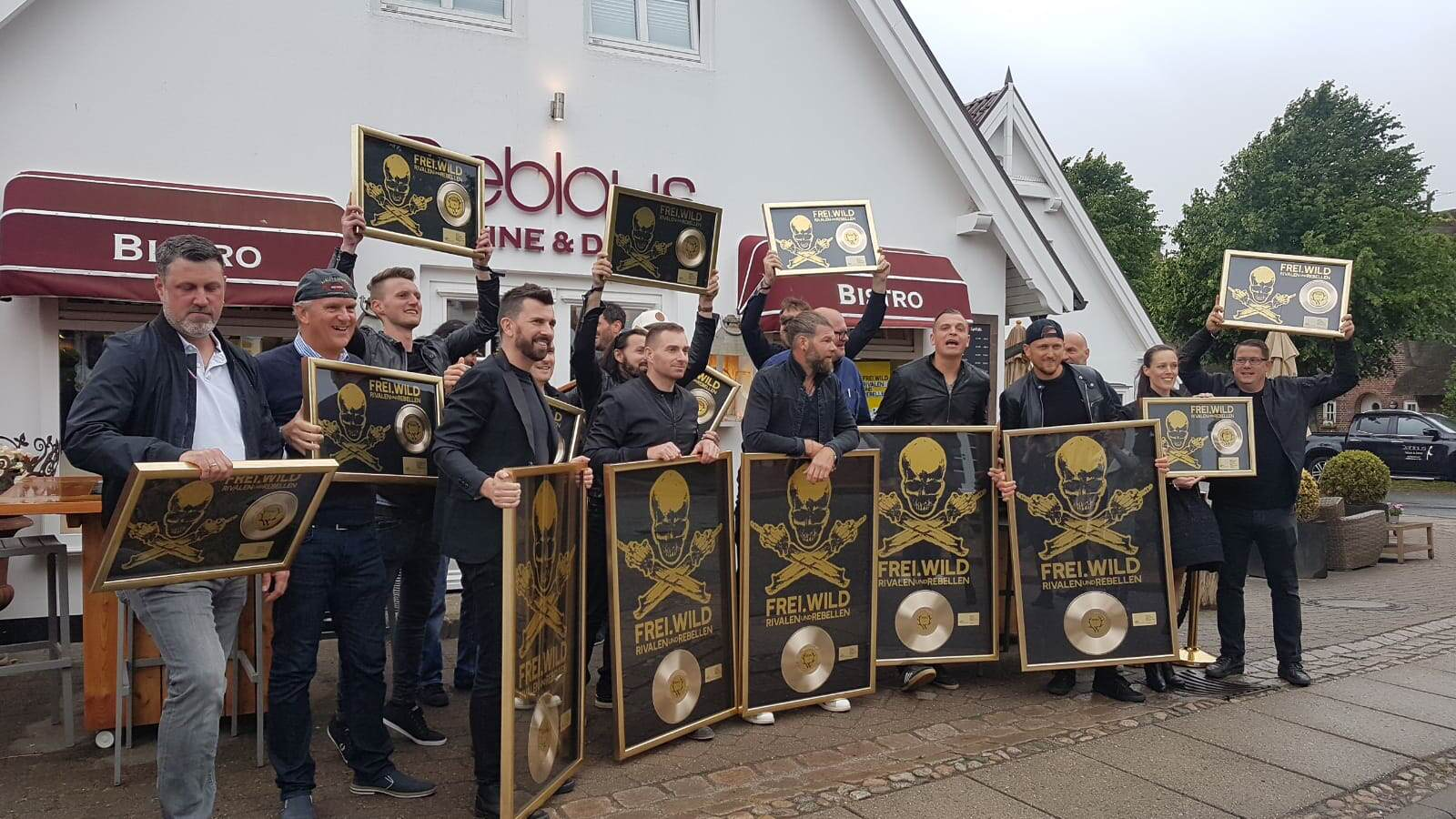 In Keitum feierten Musiker, Crew und Unterstützer die Verkaufszahlen