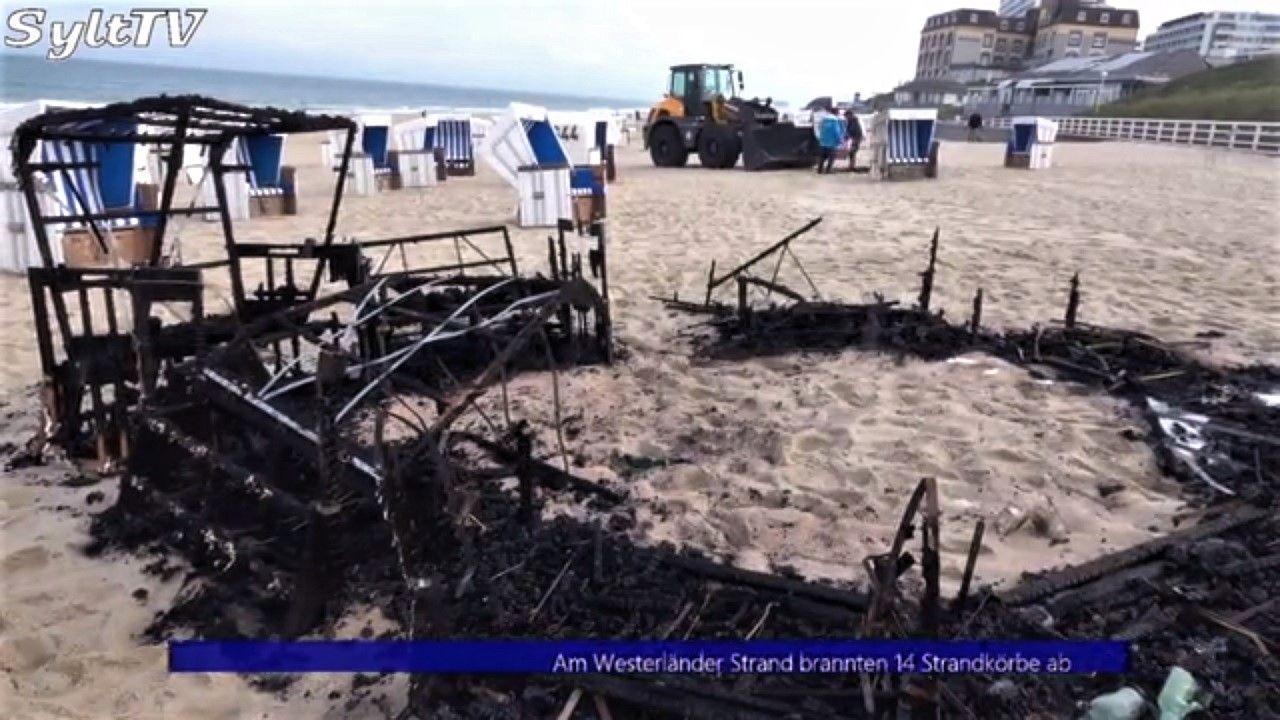 14 zerstörte Strandkörbe hinterließ das Feuer am Westerländer Strand