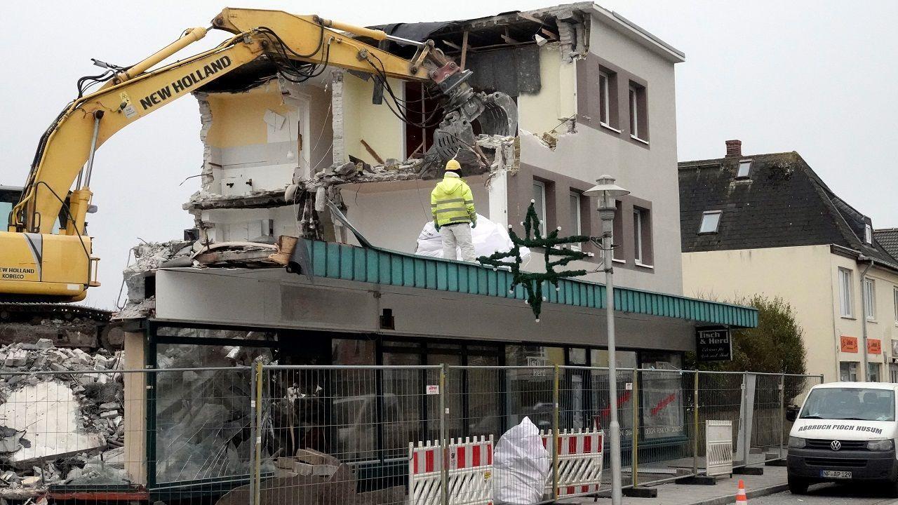Das Pinocchio in der Bismarckstraße von Westerland viel heute den Abrissarbeiten zum Opfer