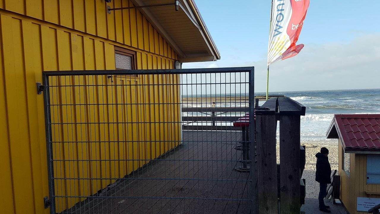 Bei Wonnemeyer in Wenningstedt waren gestern alle Zugänge abgeriegelt