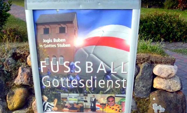 Public Viewing auch im Pastorat der Friesenkapelle
