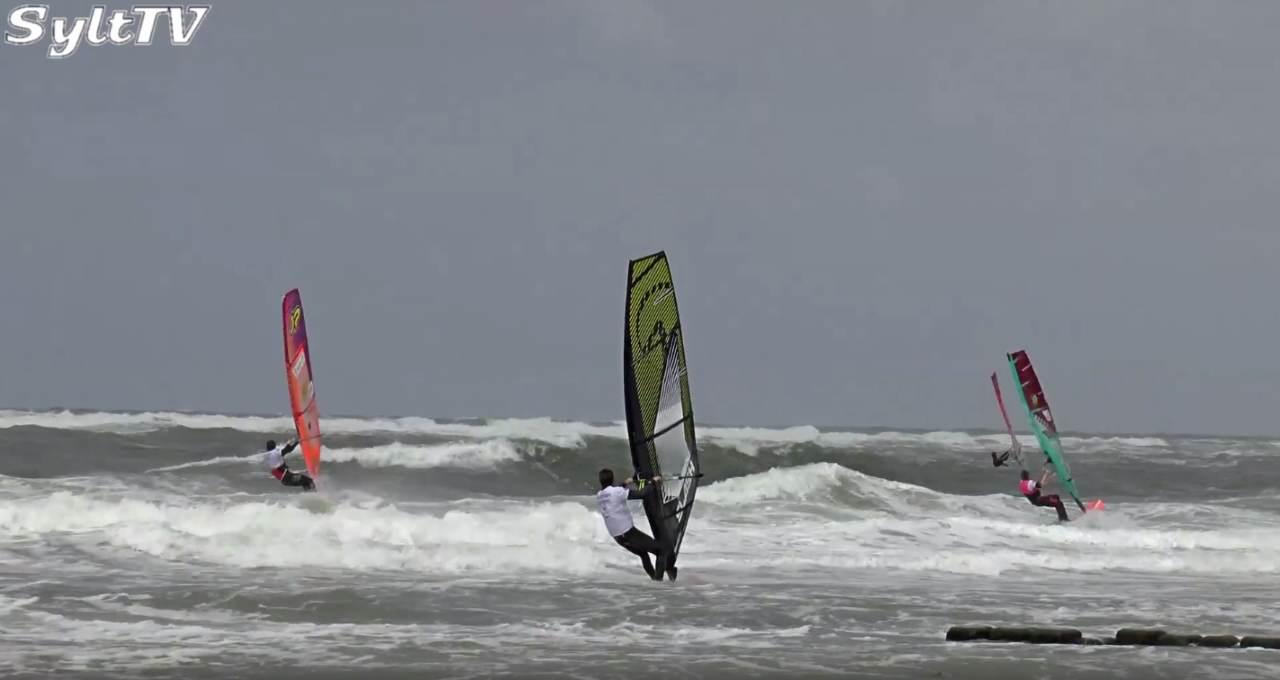 Windsurfer im Wettkampf auf der Nordsee vor Sylt