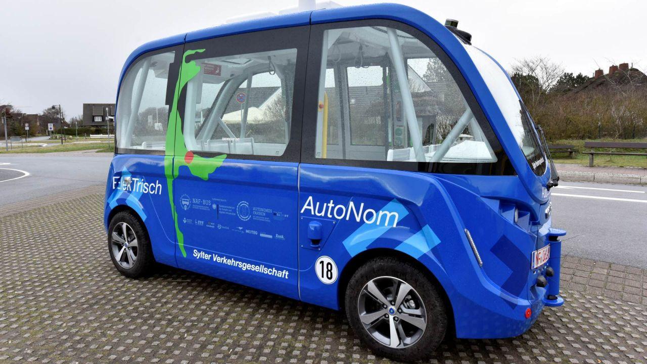 Sylts erster autonom fahrender Bus ist auch ein beliebtes Foto-Objekt