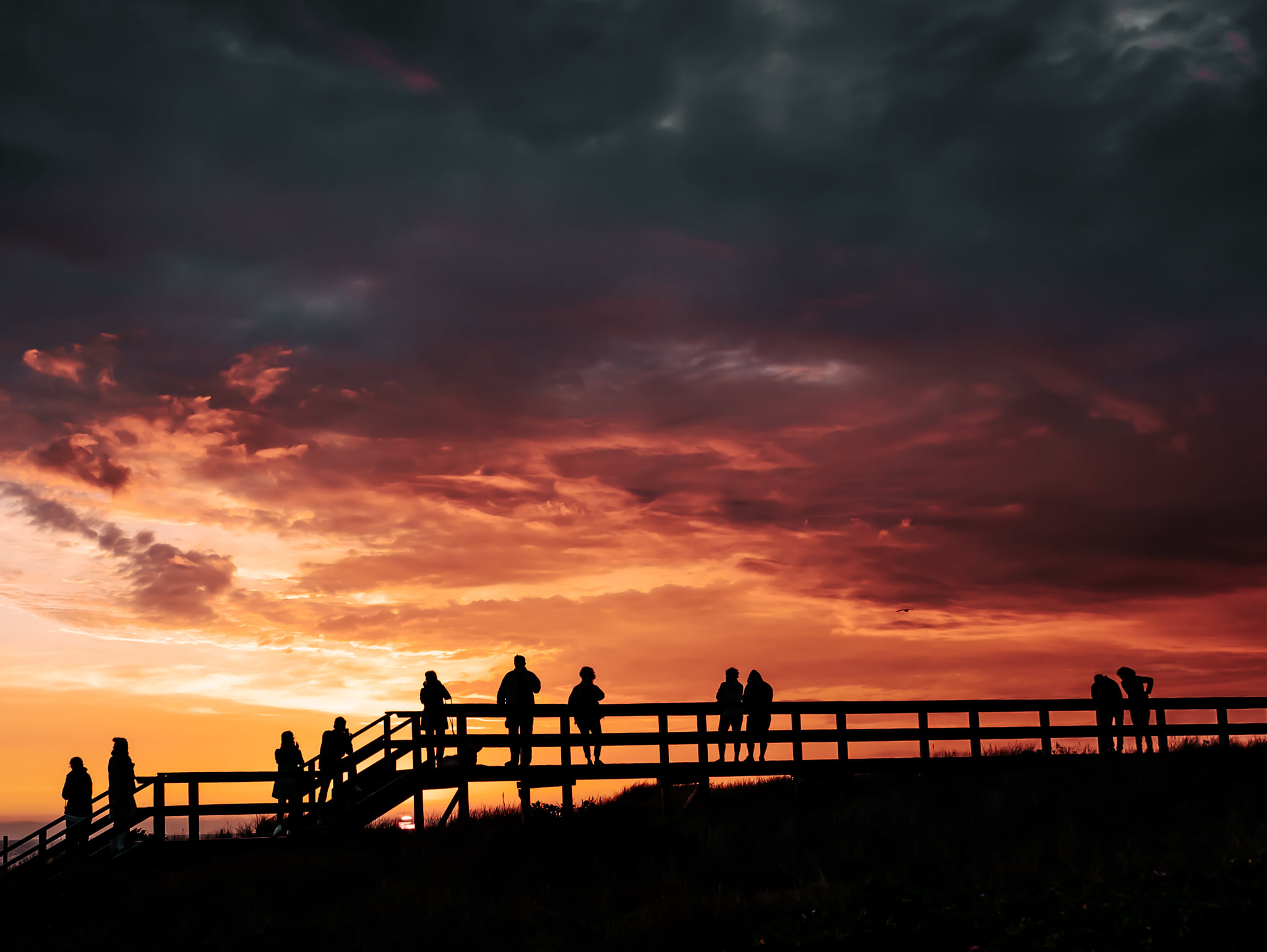 Sylter Sunset vom Holzsteg über der Nordsee beobachten