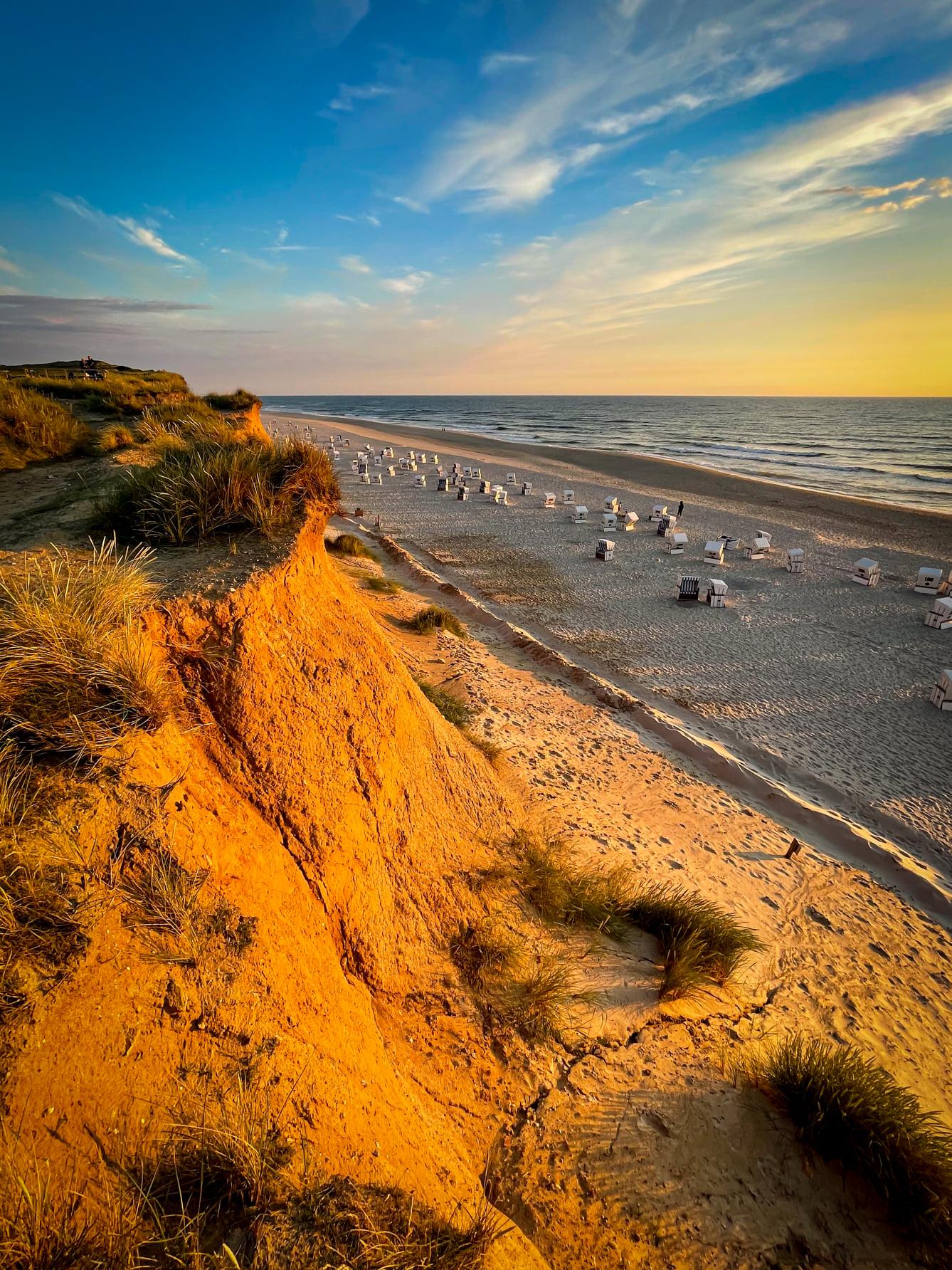 Traumhafter Sonnenuntergang taucht das Rote Kliff in Kampen in ein wunderbares Licht