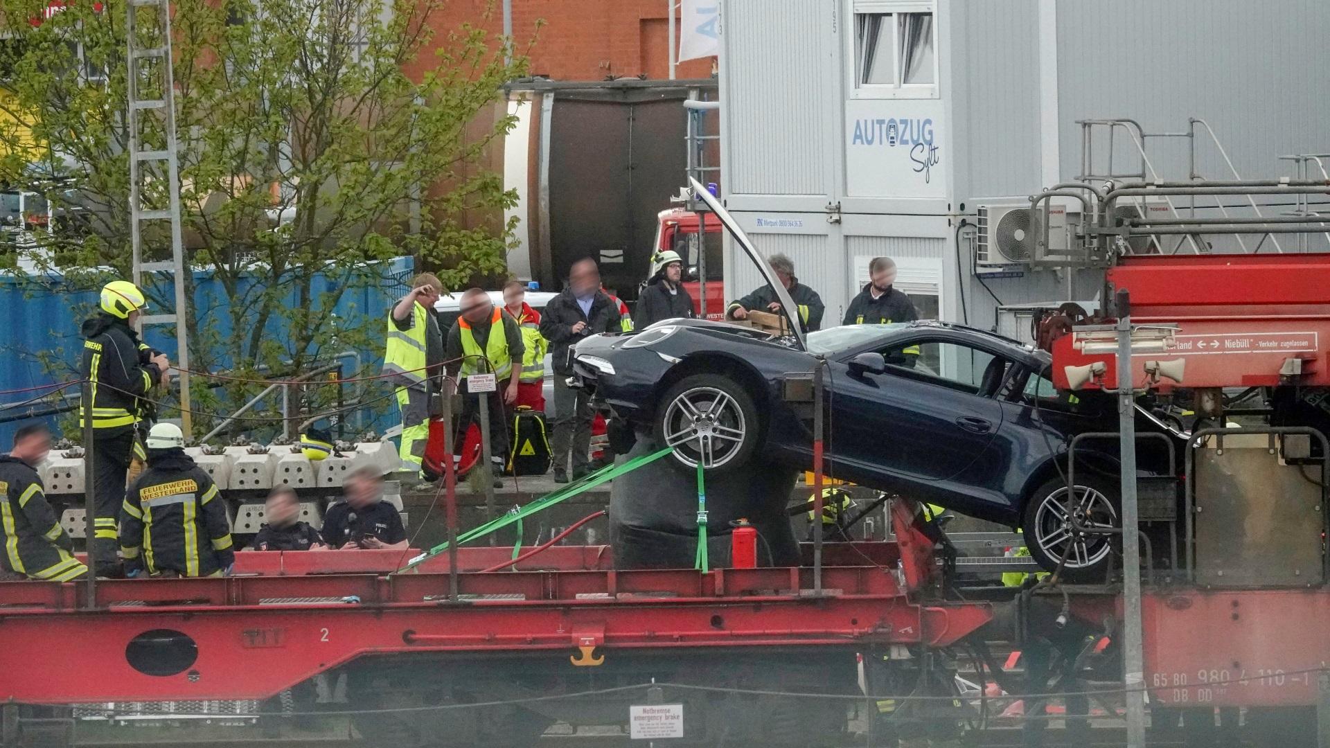 Porsche Unfall Autozug Sylt Shuttle Verladeterminal Westerland