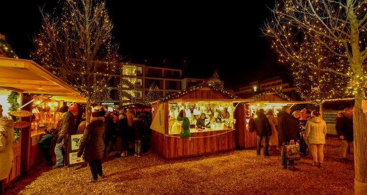 Weihnachtliche Stimmung auf dem Platz der Neuen Mitte in Westerland
