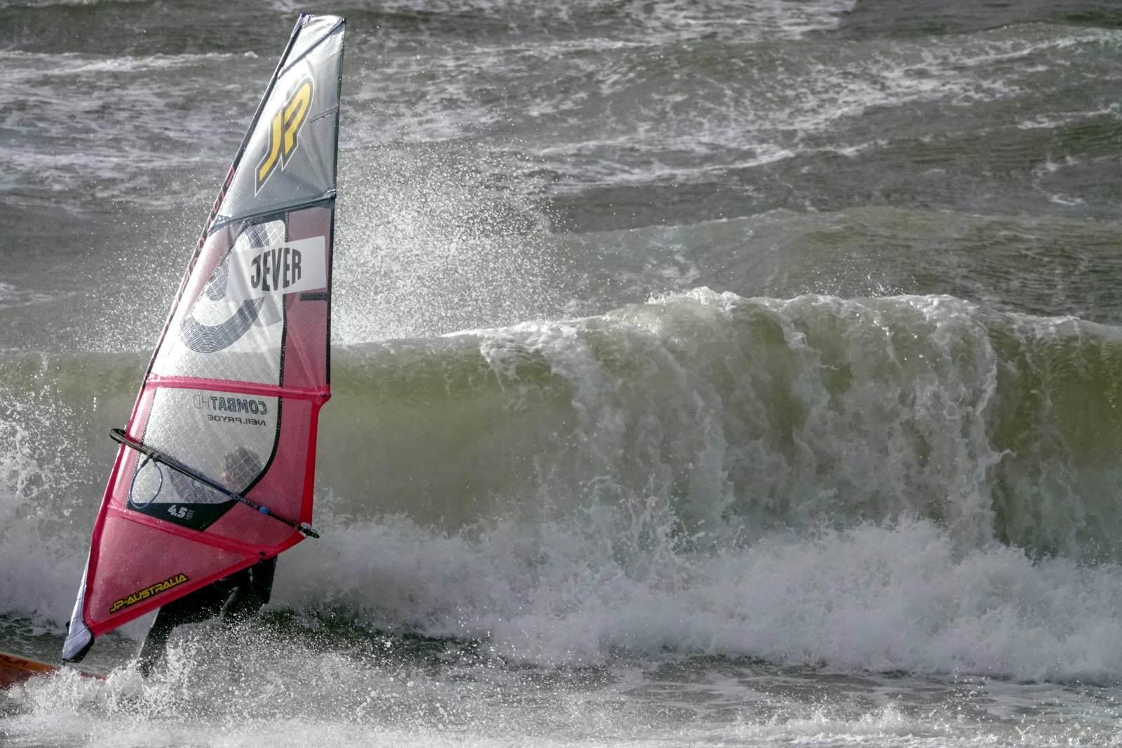 Spannende Wettkämpfe, teilweise im Sturm, beim Surf Cup Sylt 2018