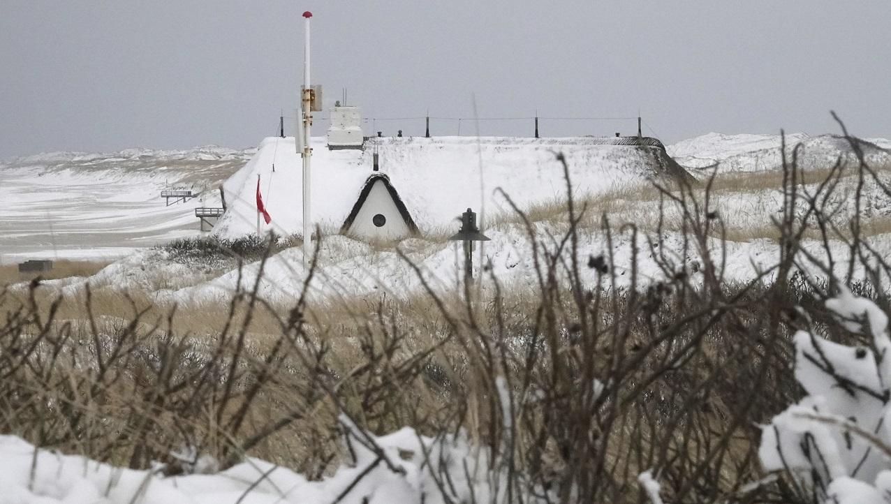 Die verträumte Sylter Dünenlandschaft und die Reetdachhäuser haben im Schnee immer noch einen besonderen Zauber