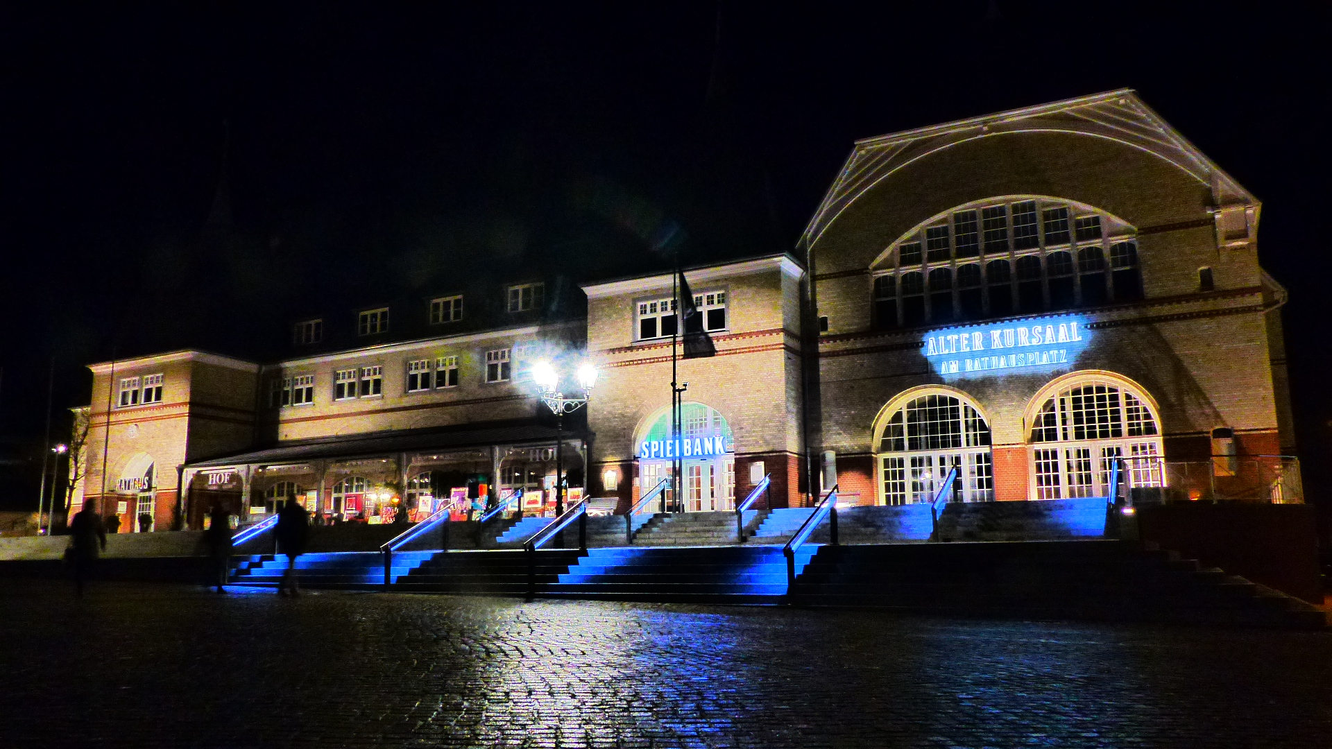 Die Westerländer Spielbank bei Nacht